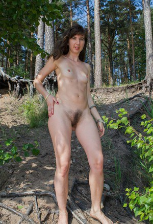Naked Outdoor Girls