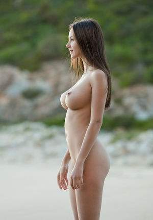 Have faced High res beach girls naked